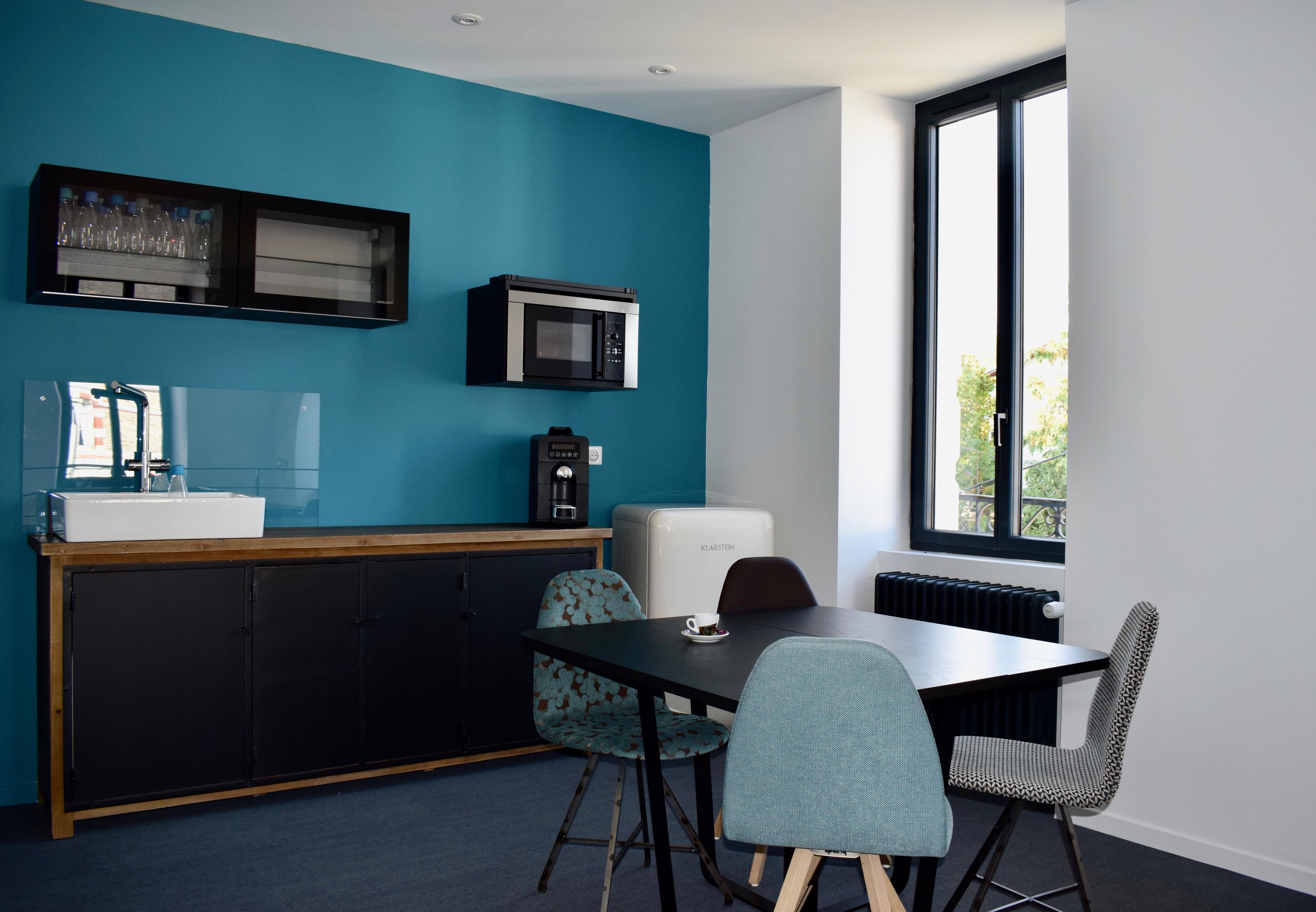 Espace cuisine Le CentreAffaire à Saint Marc sur Mer, location d'espace travail pour séminaire ou réunion.