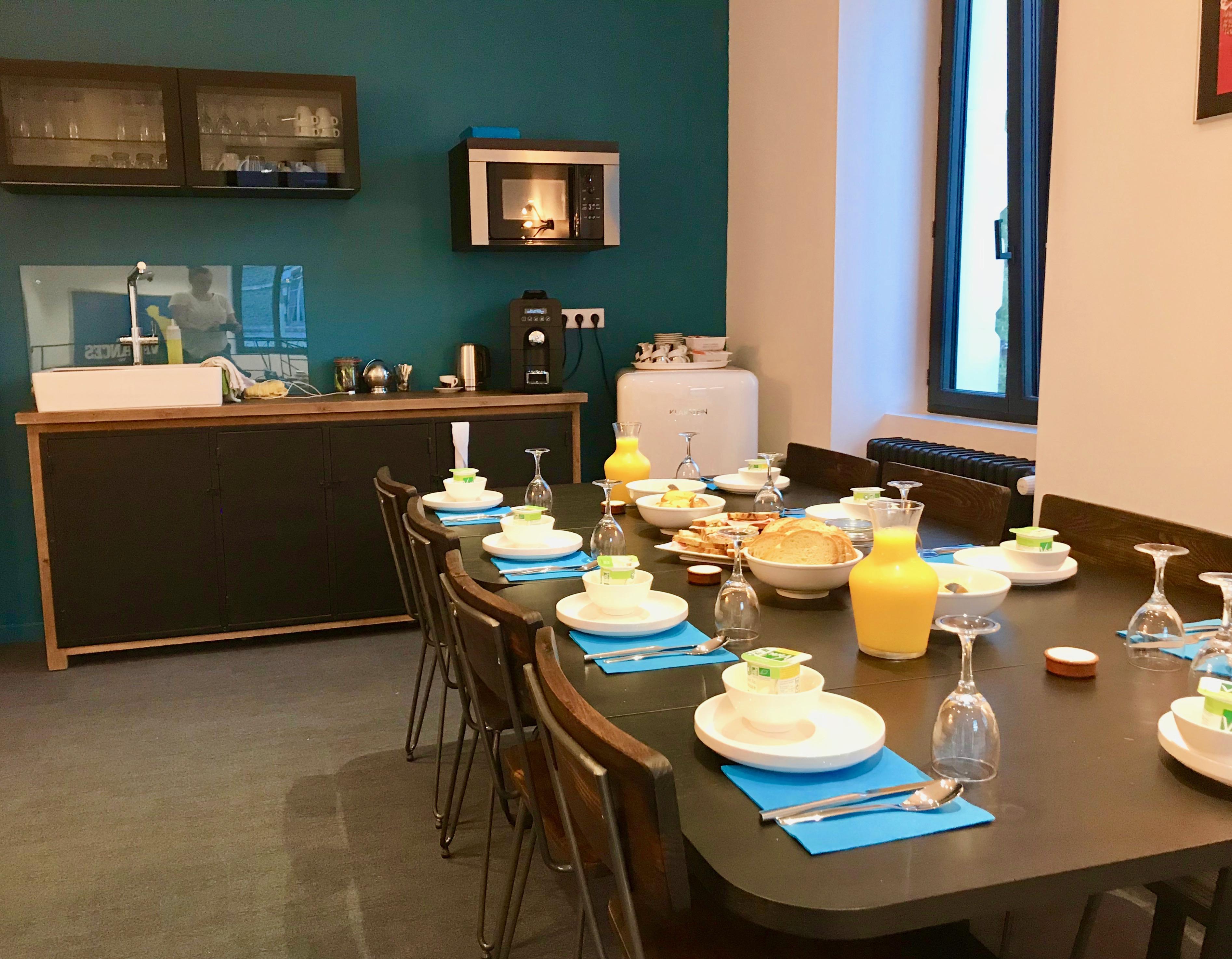 Salle de repos avec petit déjeuner au Centre Affaire à Saint Nazaire.
